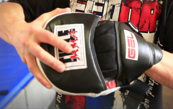 Работа на боксерских лапах: для чего они нужны